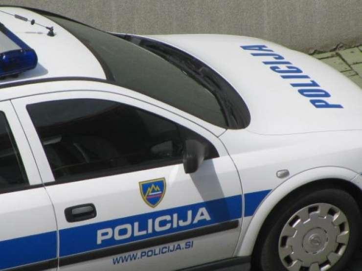 V audiju divje bežal pred policisti, na Lukovici pa beg končal s trčenjem v ograjo
