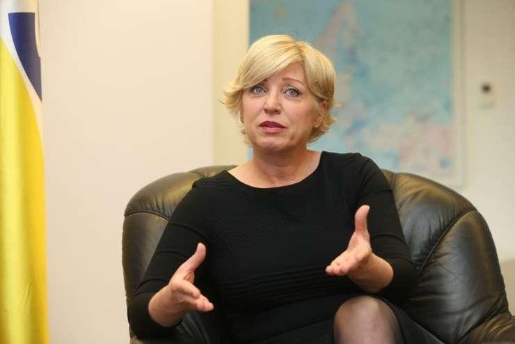 Romana Tomc: Države s prevelikimi apetiti odvračajo podjetja od poslovanja pri njih