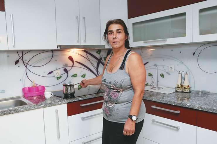 Romi in »civili« na dveh bregovih: Na obisku pri Romih v Žabjaku