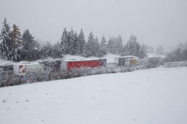 Sneg zakuhal godljo v prometu: zastoji na štajerski avtocesti