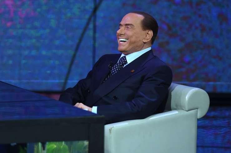 Milansko tožilstvo zanikalo, da preiskuje Berlusconija zaradi suma pranja