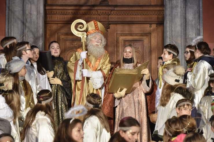 Ljubljanski šerif Janković spet oskrunil podobo svetega Miklavža z odvzemom križa