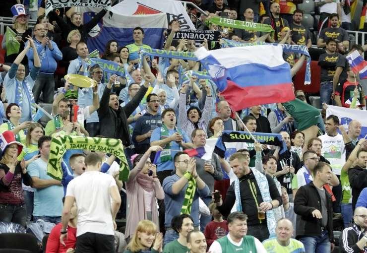 V Zagreb jih je prišlo spodbujat 5000 navijačev, a rokometaši so žal izgubili
