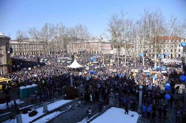 FOTO: Šolniki okupirali središče prestolnice