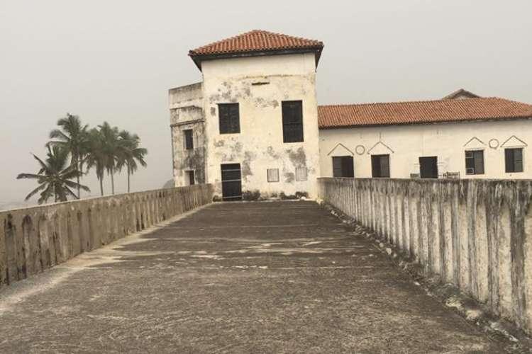 Pevka je med drugim obiskala grad Elmina.