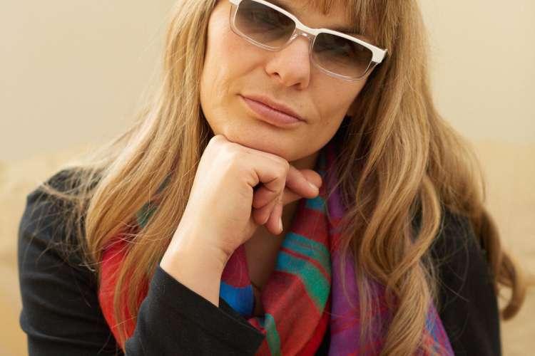 Psihologinja in doktorica psihoterapevtske znanosti  Tjaša M. Kos, ki v okviru samostojne prakse že vrsto let uspešno svetuje posameznikom in parom v stiski.