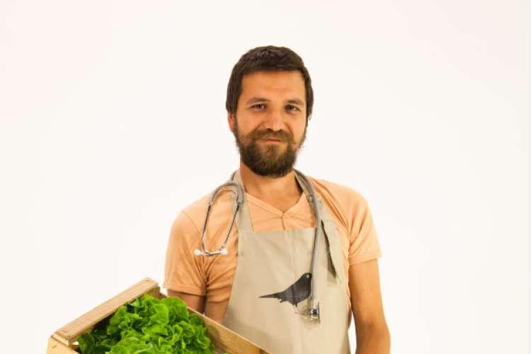 Mihael Kasaš: Naj nam hrana služi kot zdravilo za dušo in telo. Iz rok v usta, v skladu z naravo.