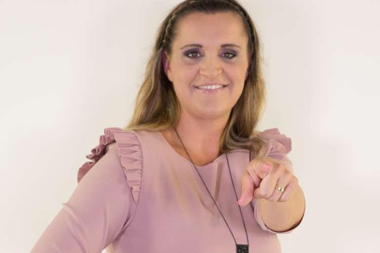Nina Cestnik Pavlič se veseli vodenja koncerta, v telovadnici, kjer je v osnovni šoli imela športno vzgojo.