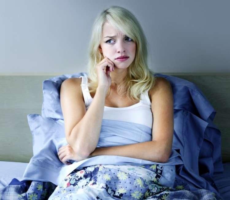 nespečnost, ženska, postelja, utrujenost, skrb
