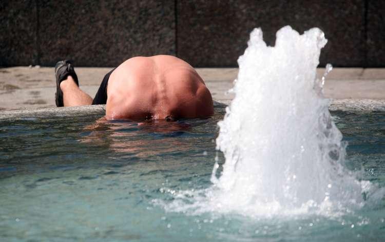 hrvaska zagreb vrocina poletje osvezitev vodnjak