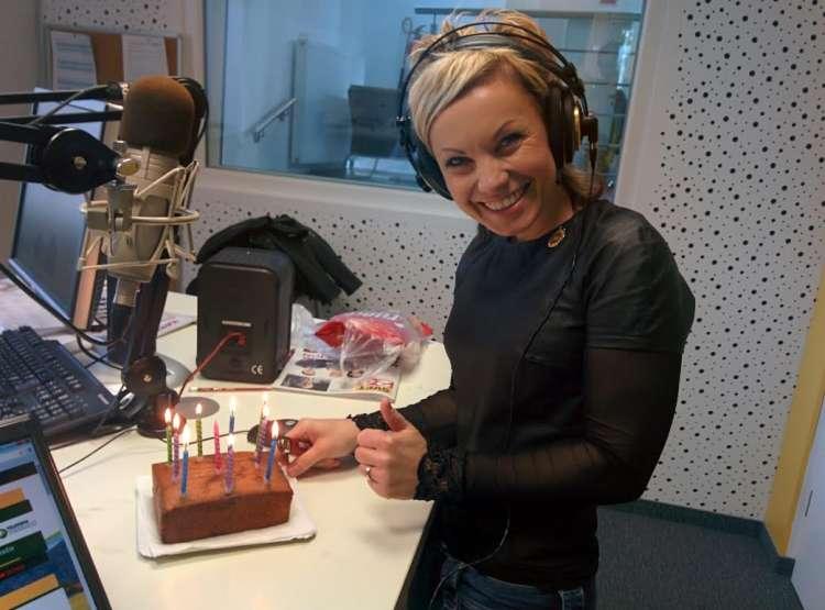 Klavdija je bila zelo vesela tortice, ki so ji jo pripravili veseljaki.