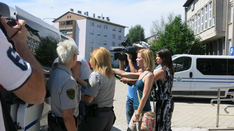 Sanda Alibabić, mama umrle deklice, zaslišanje, Kranj, sodišče, Arina