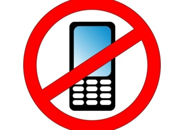 ban-on-cellphone-use-while-driving-don_t-lessen-road-accidents-research-says-593x420