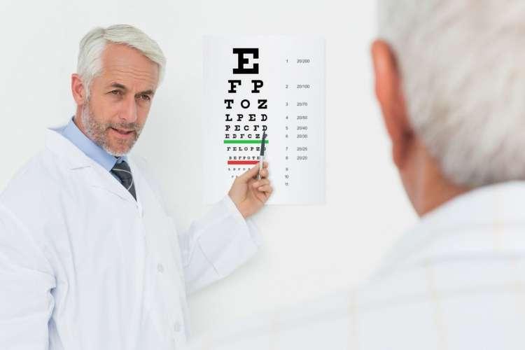 vid, starejši, seniorji, okulist