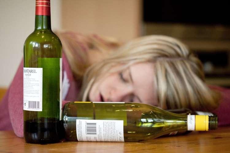 alkohol, alkoholizem, pijača, dekleta.jpg