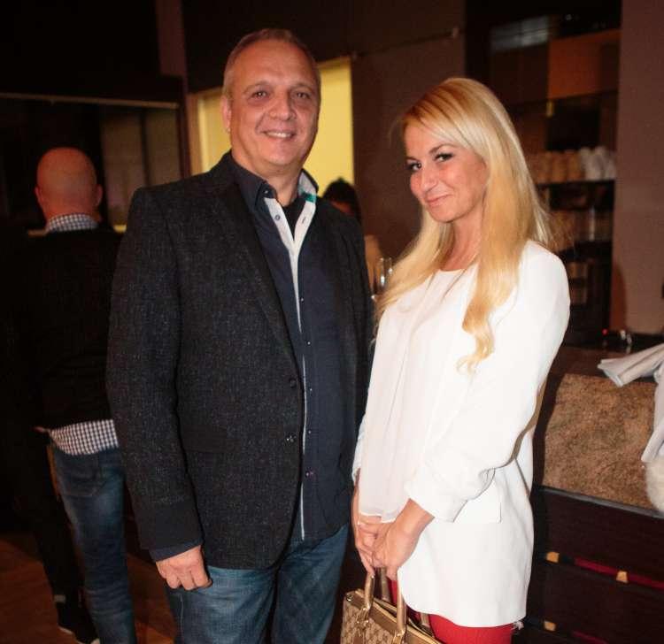 Direktor Slovenske filharmonije Damjan Damjanovič v družbi prikupne blondinke Anje Bohinc Bojetu