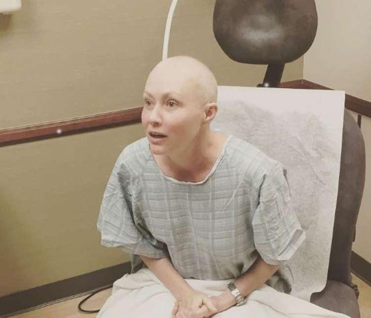 Shannen Doherty med zdravljenjem.