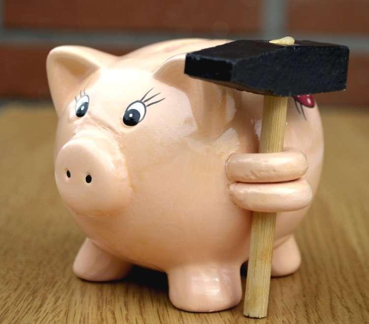 hranilnik, šparovček, pujs, kladivo, denar, prihranki