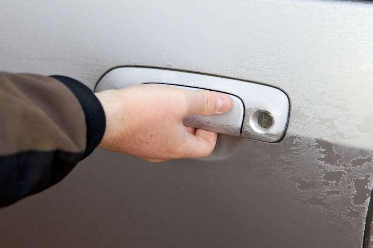 avtomobilska vrata zima
