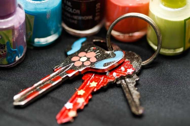 obarvani ključi