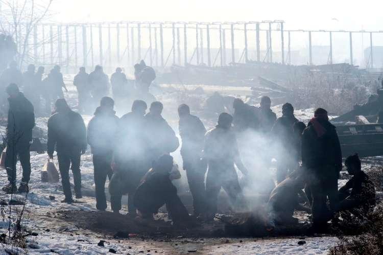 Rezultat iskanja slik za begunci mraz slike