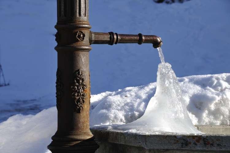 Sneg, led, mraz, vodnjak, pipa