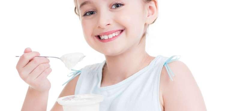 little-girl-eating-yogurt