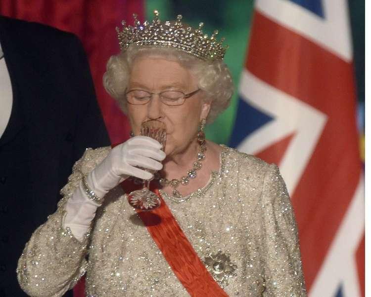 kraljica elizabeta pije