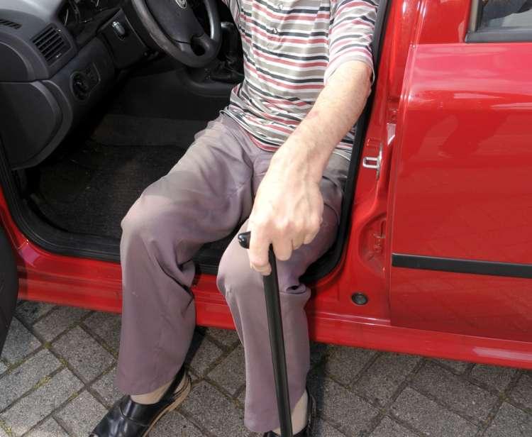 starejši voznik