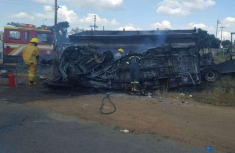 prometna nesreča, avtobus, razbitine, Pretoria, Južnoafriška republika