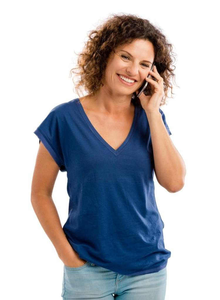 ženska s telefonom