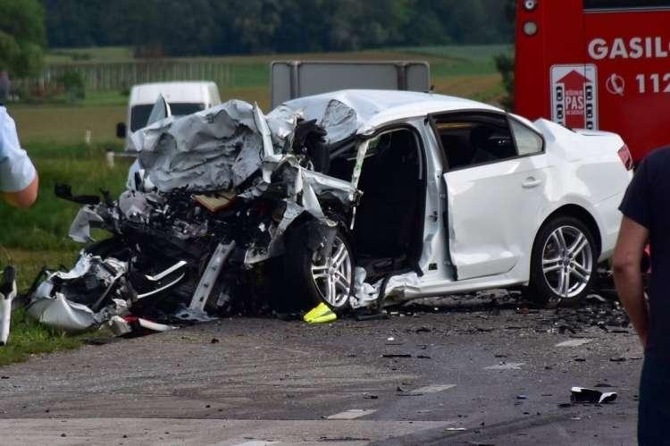 prometna nesreča, Rogašovci, voznika umrl, izmaličeno truplo