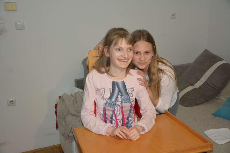 FOTO3 Z enajstletno sestro Zojo se dobro razumeta