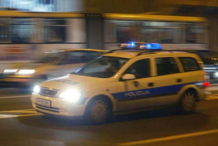 slovenska policija, policijski avto ponoči