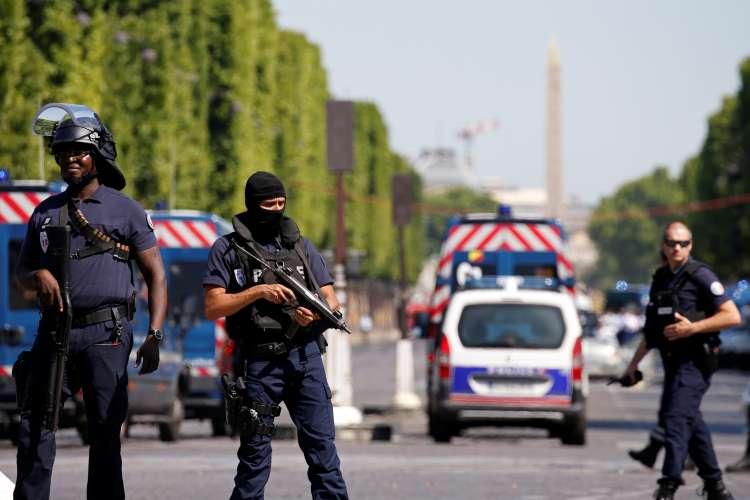 pariz, eksplozija, avtomobil, elizejske poljane