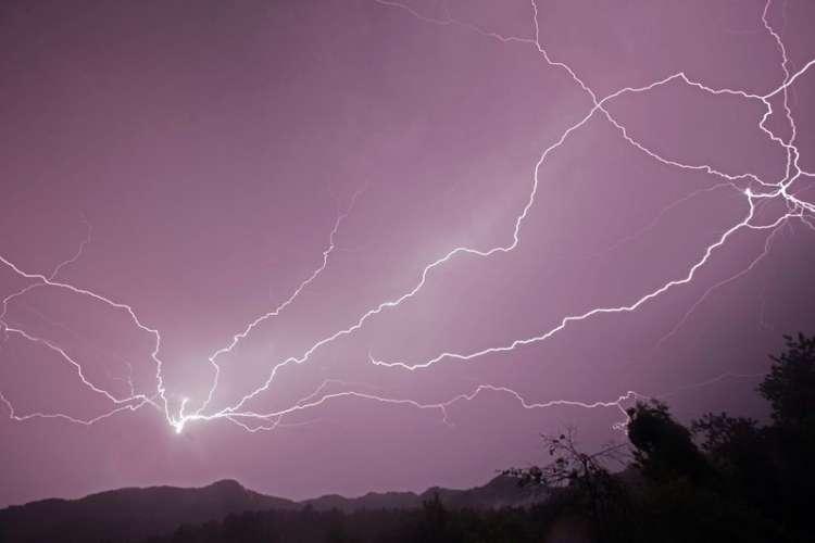 strela-nevihta-neurje_bobo