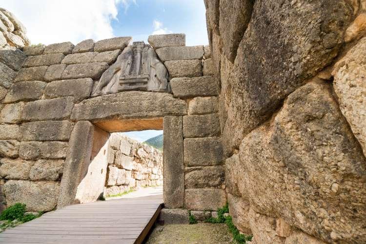 Mikene, Levja vrata