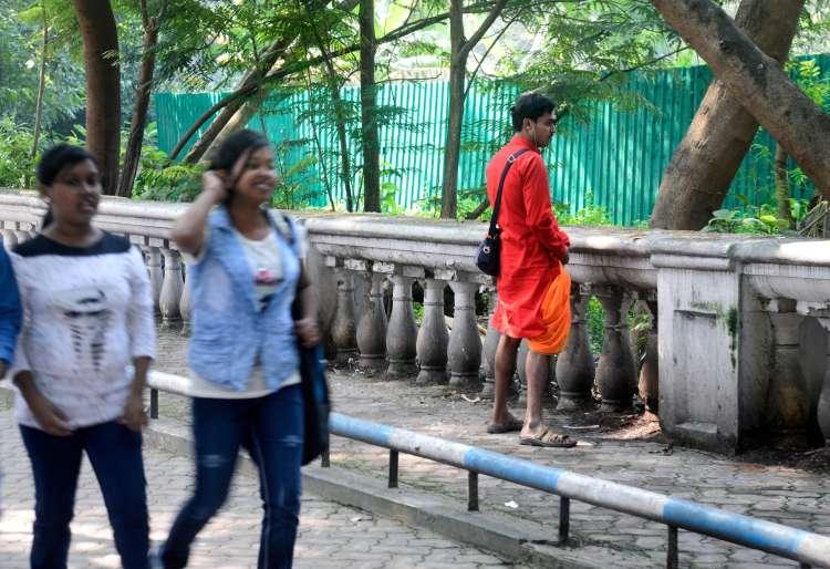 Indija, uriniranje v javnosti