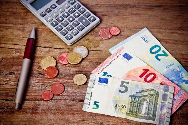 denar, prihranki, varčevanje, evri, kalkulator