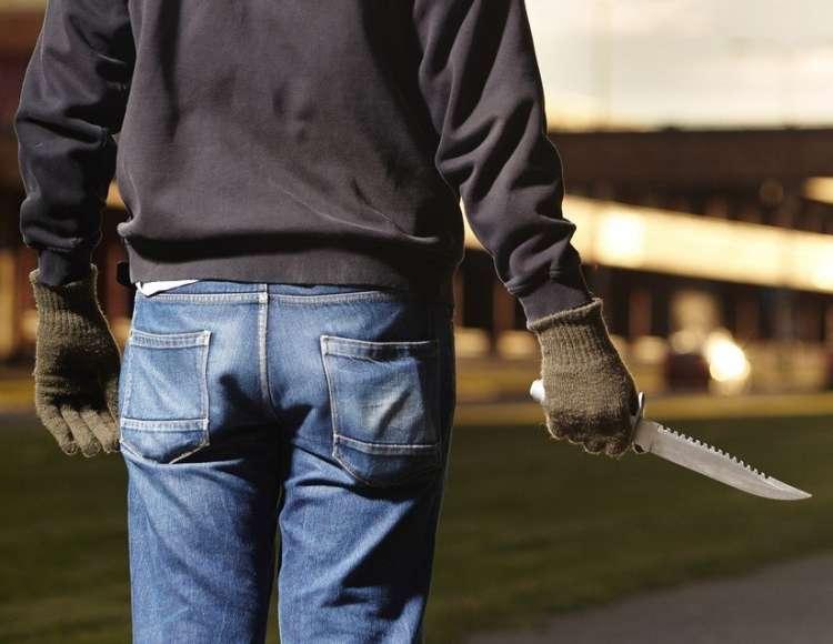 nož, napadalec