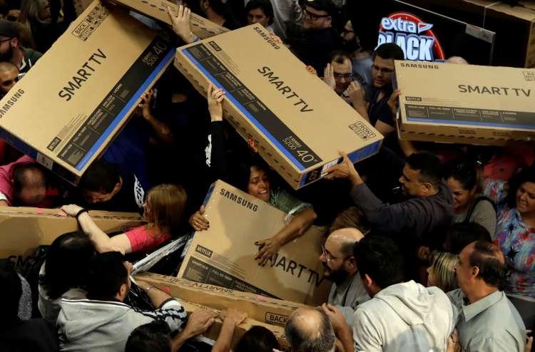 Črni petek nakupovalna manija