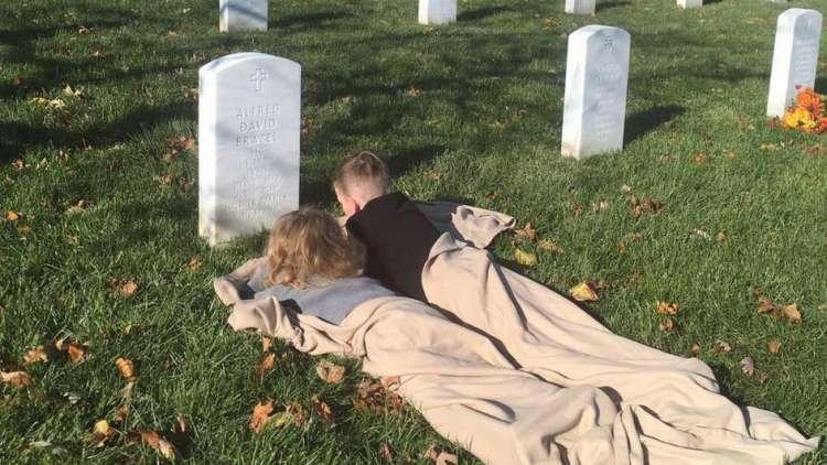 Mason in Mylan očetu pripovedujeta, kaj sta v zadnjem času doživela.