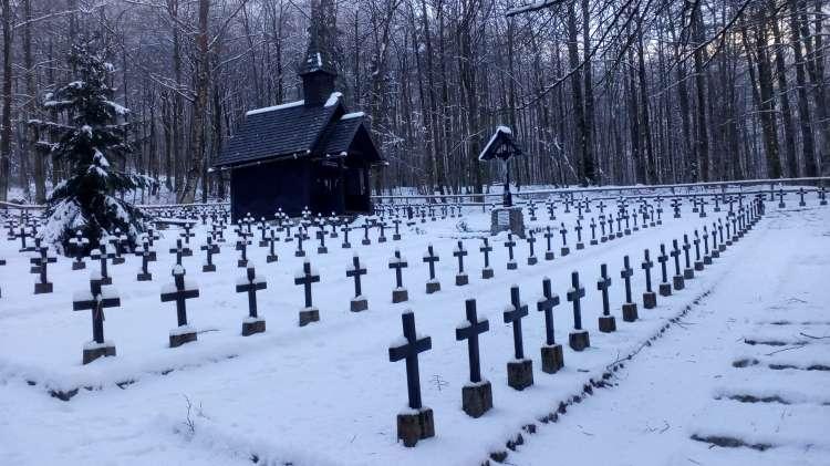 Ukanc, pokopališče