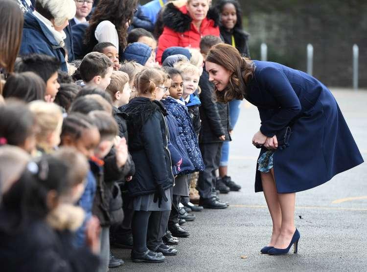Razlike med sproščeno Meghan Markle in zadržano Kate Middleton so vse bolj očitne.
