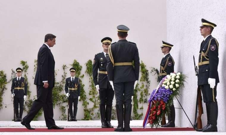 pahor-spomenik-vsem-zrtvam-vojn_bobo