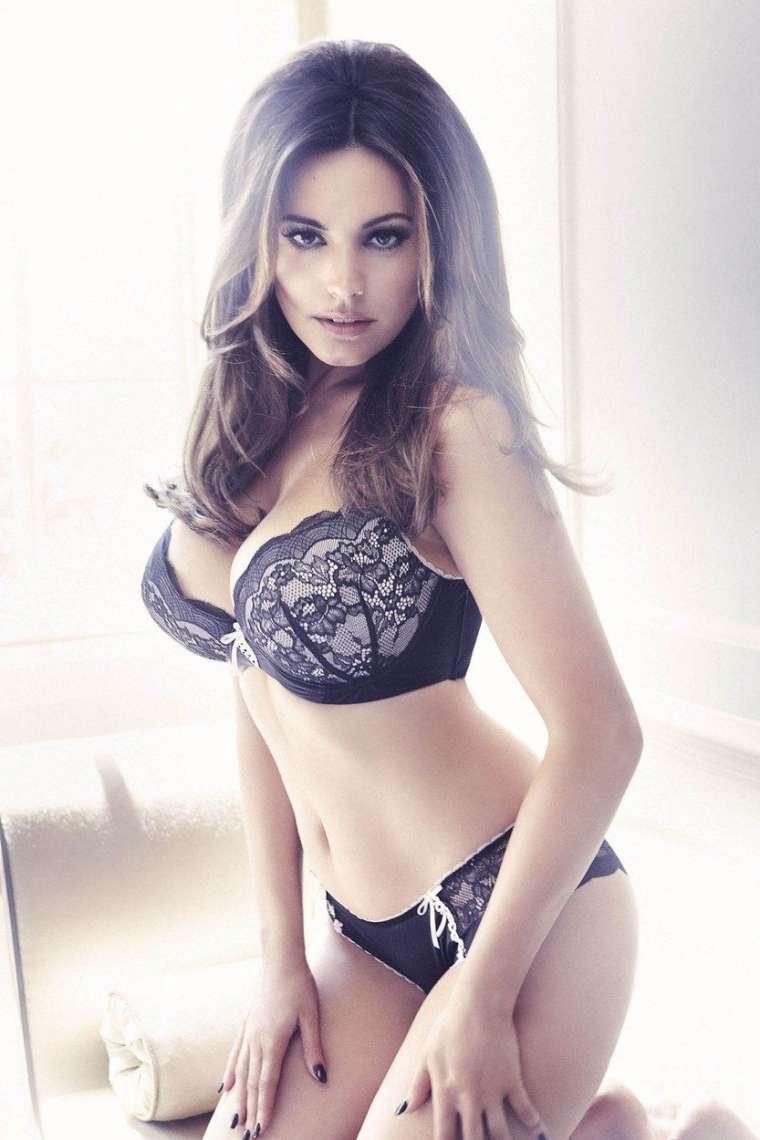 Manekenka in igralka se svoje lepote dobro zaveda.