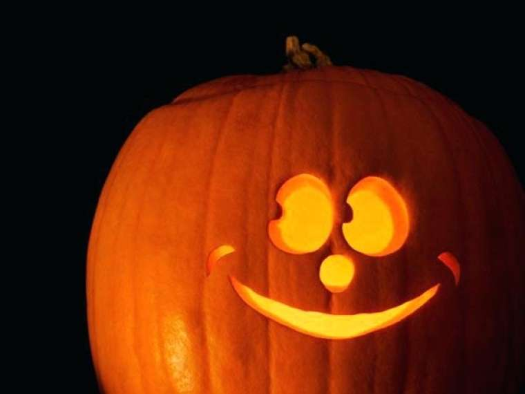 cute-pumpkin-carving-ideas-carvings-face-smiling-easy-decor-cutest-tumblr