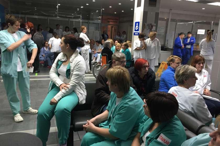 FOTO: Stavkali tudi v novomeški bolnišnici