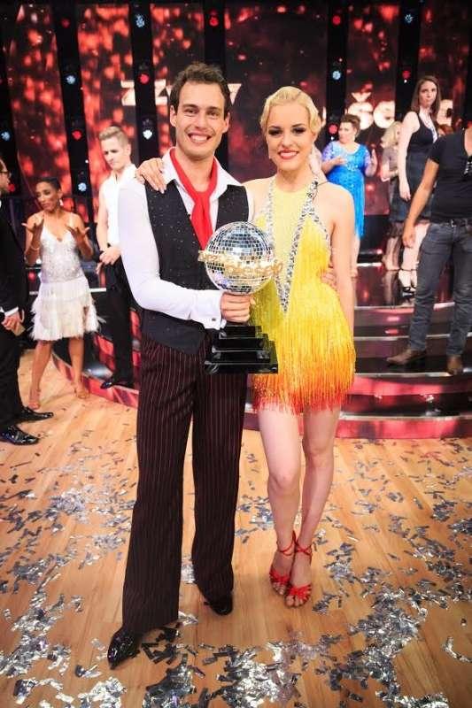 Dejan Vunjak in Tadeja Pavlič sta si po trinajstih tednih priplesala zmago in domov odnesla plesni globus.