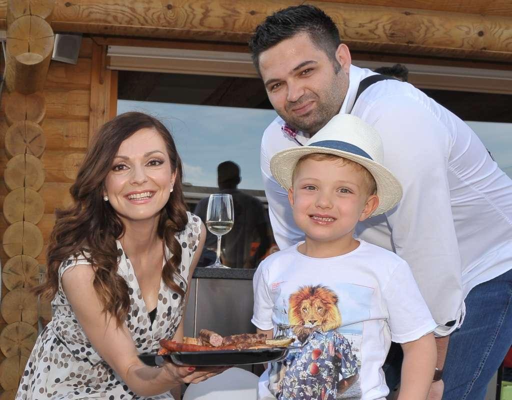Družina je danes vedno na prvem mestu, pravita Natalija in Dejan.